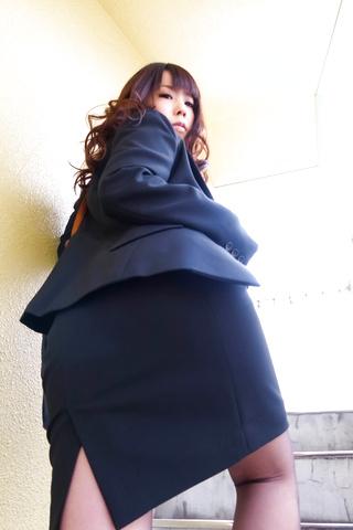 Masturbation And Blowjobs At Work With Chinatsu Kurusu Photo 1