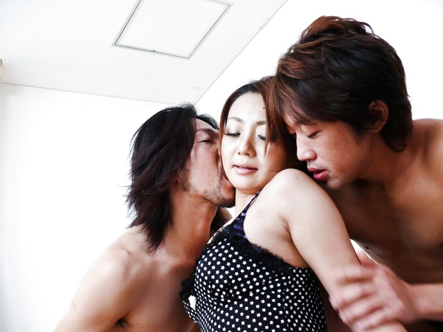 Yuu Shiraishi tag-teamed and creampie by two horny studs Photo 2