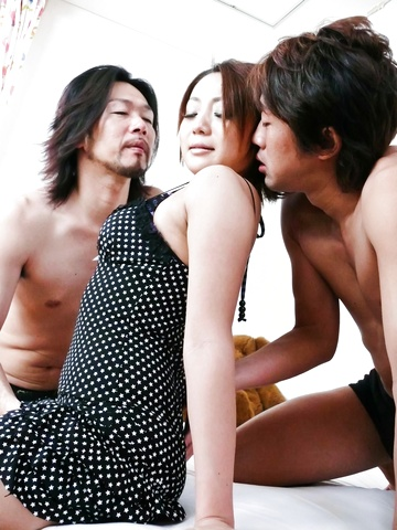 Yuu Shiraishi tag-teamed and creampie by two horny studs Photo 3