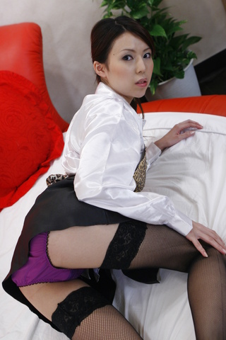 Overtime sex favors from sexy bartender Rino Asuka Photo 2