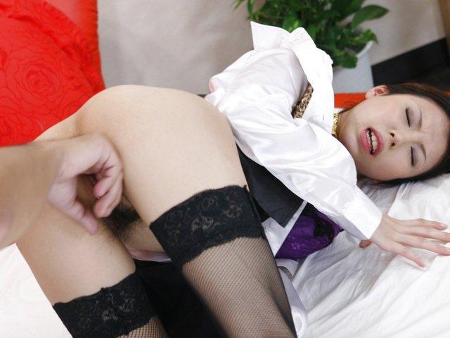 Sexy barmaid Rino Asuka goes home with a new friend Photo 6