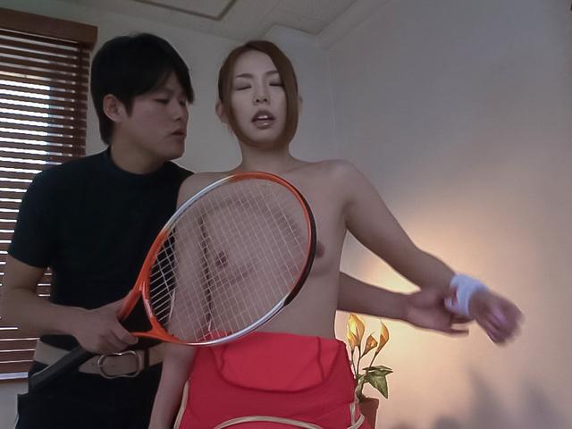 テニスコスチュームで輪姦AVプレイ Photo 4