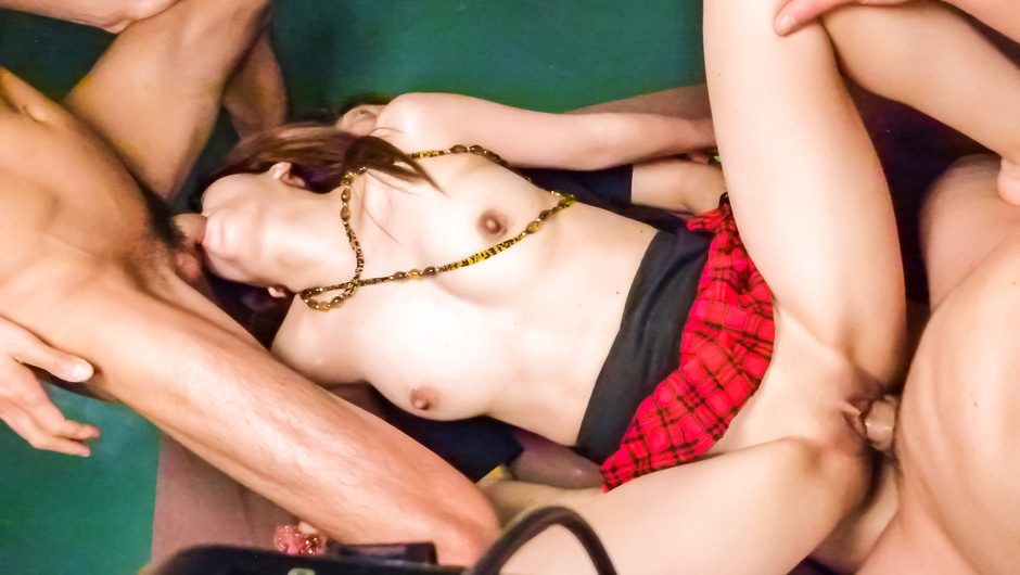 Strong threesome with a sexy Japanese avstar