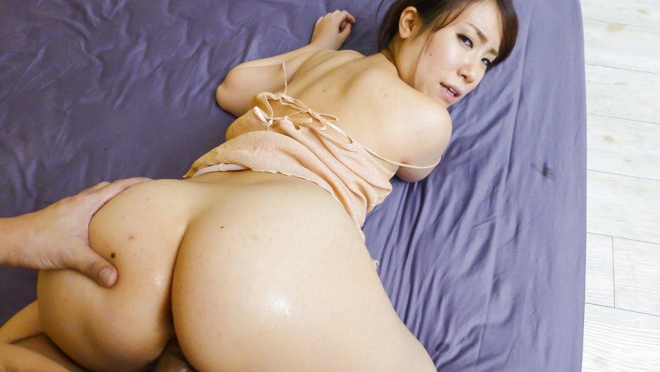 Japanese av modelSakura Ooba enjoying a stiff dong
