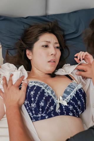 Beautiful japanese enjoys tasty cock in hardcore  Photo 5