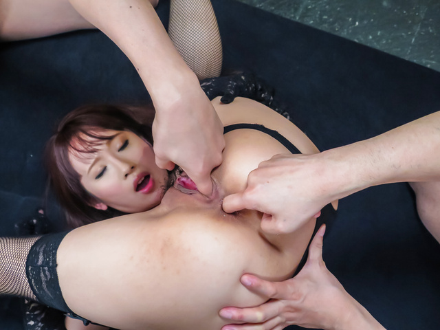 Hot Japanese av bimbo fucked by two stallions  Photo 10