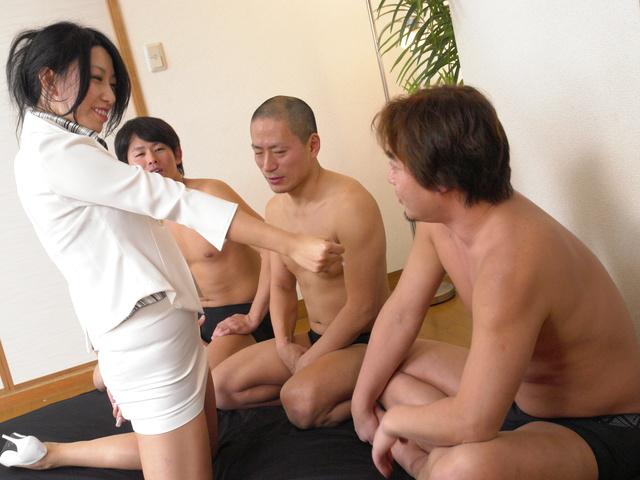Hard gang bang with hot MILF Chris Ozawa Photo 1