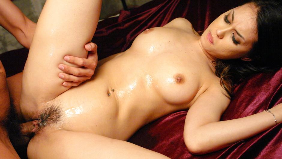 Uncensored famous AV actress Maria Ozawa