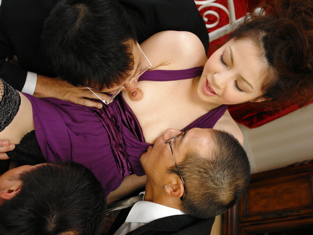 Rina Koizumi in sexy stockings fucking three man with blowjobs Photo 6
