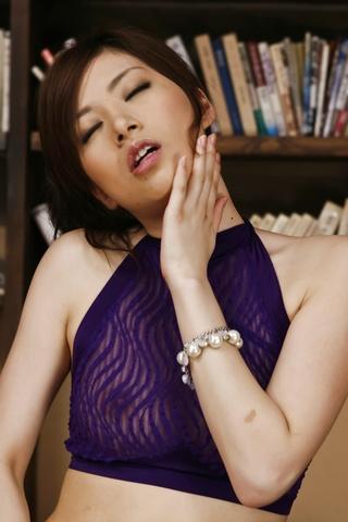 Keito Miyazawa fucks twat with vibrator Photo 6