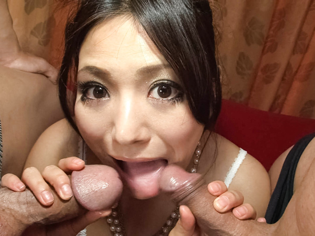 Kanade Otowa av girl spreads open for two guys Photo 4