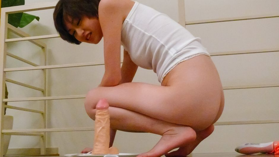 Japanese av model  Akina Hara goes nasty in solo