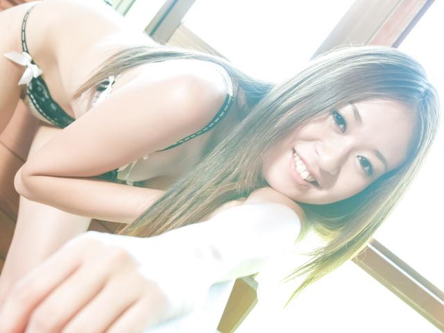 Risa Misaki provides steamy Asian blowjob in threesome Photo 7