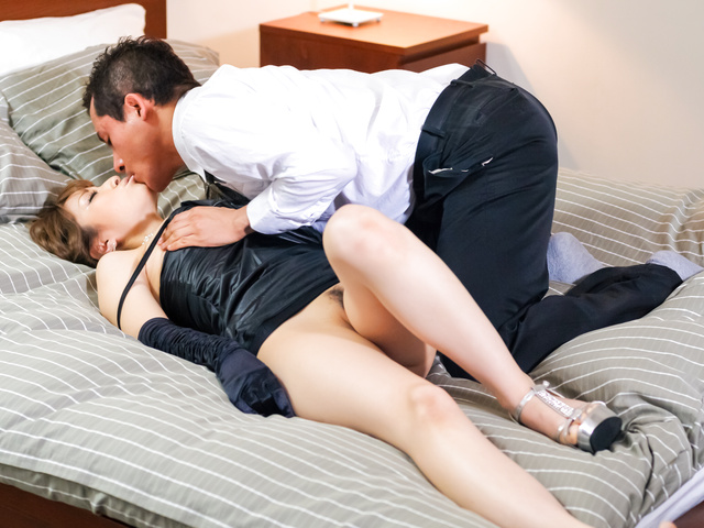 Round tit Yuria pussy fondled and banged on the couch Photo 2